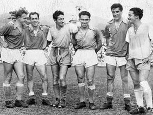 Raul Di Marco, en una foto con Pedernera y Di Stefano, luego de un clásico entre Millonarios y el Atlético Bucaramanga en los años 50.