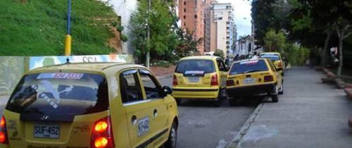 El problema de los taxis mal parqueados