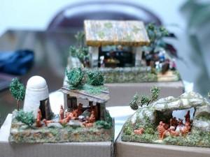 Pesebres en miniatura hechos por Manuel González