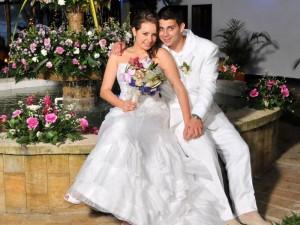 María Juliana Gamboa Estévez y Néstor Eduardo León Barbosa en el día de su matrimonio.