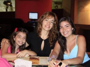 Gabriela Mendoza, Marianela Ballesteros y Natalia Mendoza. Foto: Mauricio Villamizar / GENTE DE CABECERA