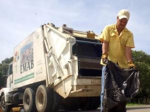 Al parecer tarda mucho en pasar el recolector de basuras en algunos sectores de Cabecera.