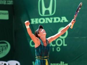 Alexandrina Naydenova, quien se hospedó en un hogar de Cabecera, se coronó campeona del Seguros Bolívar Open de Tenis, realizado en Bucaramanga.