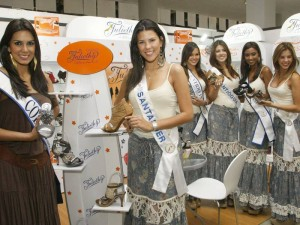 En la apertura del evento estuvieron la Señorita Colombia, Catalina Robayo Vargas y la Señorita Santander, Laura Melissa Patiño.