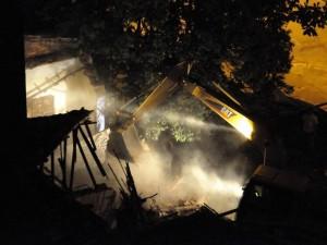 A las 5:05 todavía iniciaban la demolición. (Foto suministrada por Pastor Virviescas)