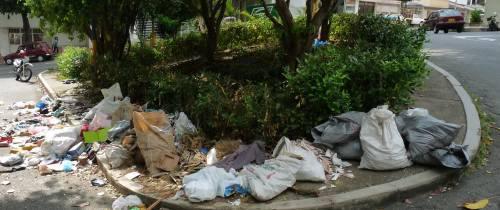 Acosados por las basuras