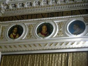 En la nave lateral izquierda con los medallones de los retratos de los obispos.