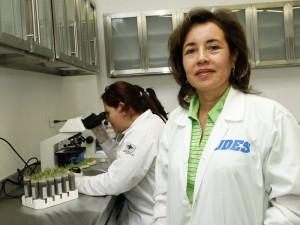 """Beatriz Helena Guerra invitó a los universitarios y comunidad en general para que """"se acerquen, conozcan los servicios que ofrece los laboratorios de la UDES, consulten lo que somos, y hacemos""""."""