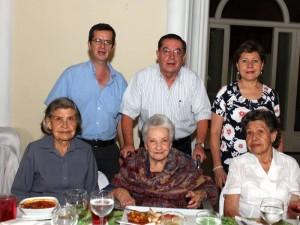 Sarita Novoa, Hercilia de Mantilla, Lucía Novoa, Orlando Matilla, Jorge Enrique Mantilla y María Eugenia Granados.