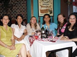 Ayleen Portilla, Dely Reyes, Stella Rincón, Claudia Rodríguez, Blanca Cifuentes y Mónica Cifuentes.
