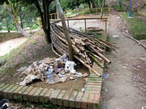 Además de darle mala imagen al parque, muchos aprovechan para dejar basuras allí.