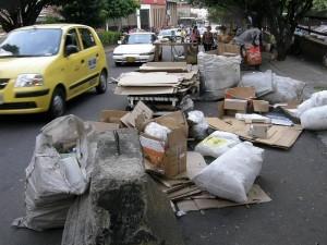 Las repetidas quejas de ciudadanos del sector frente el tema de las basuras en calles piden respuesta.
