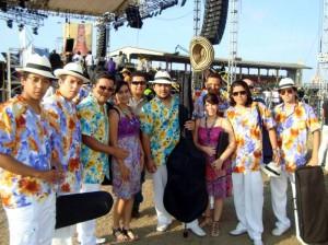 Entre marimondas, colorido, maicena, agua, desfiles y todo lo que encierra la colorida fiesta del Carnaval de Barranquilla.
