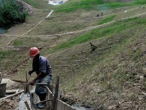 Reconstrucción y adecuación del cerro que sufrió fuertes averías en el invierno en diciembre
