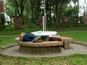 Los indigentes hacen parte del panorama del parque.