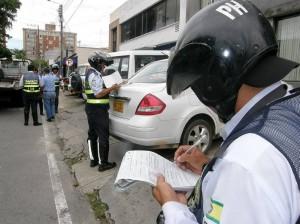 Operativos para controlar el estacionamiento.