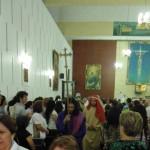 Procesión de los apóstoles y Jesús por el templo, hacia el Monumento