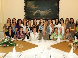 Beatriz Pinto y otras.