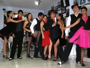 El tango tiene tantos pasos que no ha habido quién los cuente.
