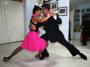 Bailarín y abogado.