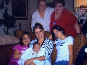 Con su hija Silvia Andrea, sus nietas y su bisnieta Manuelita.