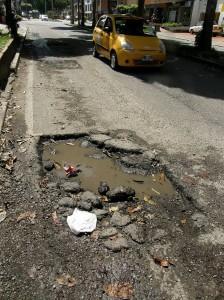 Calle 56 entre carrera 33 y la avenida González Valencia hasta la altura de Zirus Pizza.