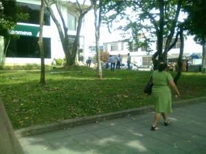 En el sitio había tres personas manipulando la manguera, según el denunciante.
