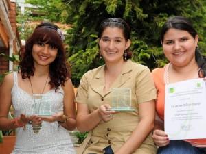 Angélica Zarur Mendoza, Beatriz Elena González Estrada y Shirley Cárdenas Suárez, tres de los estudiantes de la Facultad de Comunicación y Artes Audiovisuales de la UNAB que gana-ron en los Premios Césares 2011.