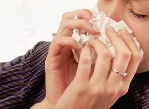 Las personas más propensas a coger un resfriado son las que sufren de asma, rinitis o sinusitis.