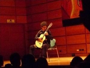 Tiene una trayectoria destacada en el campo guitarrístico desde hace varios años.