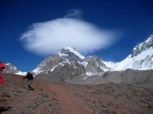 El 'hongo' de mal tiempo en la cumbre del Aconcagua.