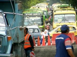 Trabajos de arreglo del pavimento en la 33 entre calles 52 y 56