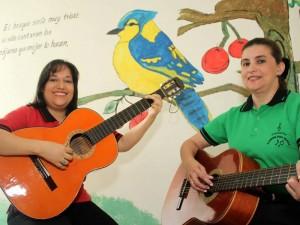 Rocío Zúñiga Coral y Mary Zulma Becerra (de izq. a der.) lideran este proyecto social.