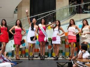 Las candidatas a Señorita Santander desfilaron en La Quinta
