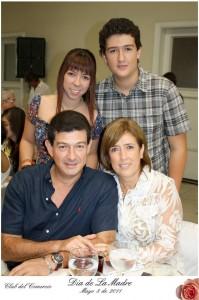 Walter J. Jaramillo, Amparo Arenas, María P. Jaramillo y Daniel F. Jaramillo.