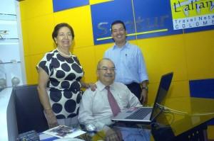 Gustavo Aponte en las labores diarias junto a su esposa Alicia y su hijo Héctor Enrique.