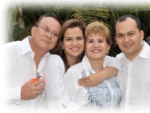 Hipólito Moreno, Érica J. Moreno Rodríguez, Esperanza Rodríguez de Moreno y Javier E. Moreno Rodríguez.