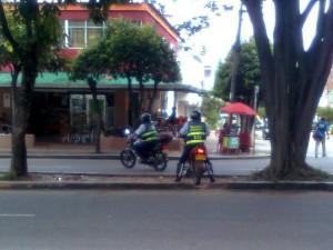 la autoridad de tránsito incumpliendo las normas.