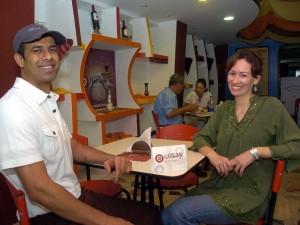 Syed fue el encargado de la decoración del sitio, pues le envió desde Estados Unidos una caja con todos los elementos que ambientaron el estilo hindú.