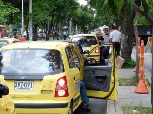 Las autoridades recomiendan paciencia porque en esta tramo puede haber congestión por personas que transportan enfermos que llegan a la Clínica Bucaramanga.