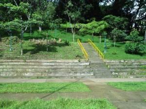Las escaleras del parque de Leones aún permanecen limpias.