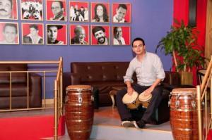 César Bernal sigue el legado de su padre