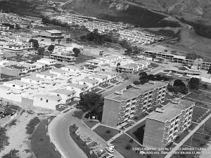 Así lucía el barrio Conucos en 1965, cuando aún no estaba la Iglesia Divino Niño y cuando se construían los apartamentos.