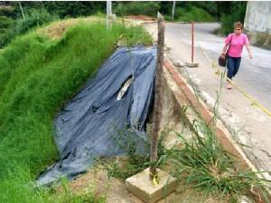 Exposición de los peatones por la falta del andén.