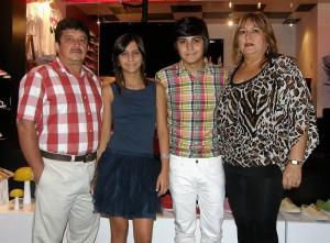 Édgar Serrano, Paula Serrano, Sergio Serrano y Martha Ríos.
