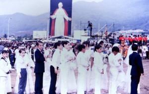 Terminada la visita del Papa la obra fue retirada, guardada en una bodega y desde aquel entonces nadie sabe dar razón de ella.