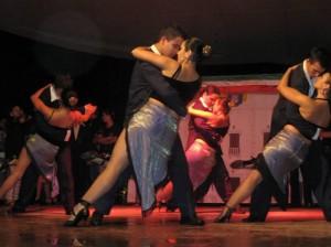 Las danzas internacionales ocupan un lugar importante en 'Odeón'.