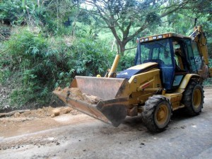 El Acueducto Metropolitano de Bucaramanga ejecuta obras en la vía a Pan de Azúcar.