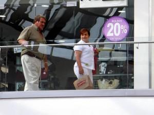 Es una invitación para aprovechar descuentos de hasta el 70% en prendas y artículos de la mejor calidad.