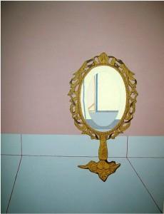 Obra titulada 'Espejo del país de las maravillas'.